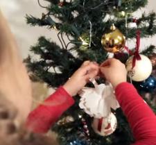 """Kalėdinės dirbtuvės """"Šiaurės licėjuje"""": žaisliukai Kalėdų eglutei"""