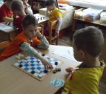 """Priešmokyklinukai kviečiami dalyvauti respublikiniame šaškių turnyre """"Baltieji pradeda 2016"""""""
