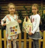 """Projekto """"Mano šeimos ypatingas pirkinių maišelis"""" dalyviai sukūrė 836 maišelius"""