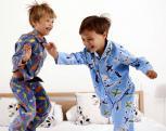 Patarimai vaikų atostogoms: kaip atžalas namuose palikti saugiai