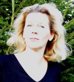 """Rašytoja ir dailinkė Rūta Dzin: """"Man gyvybiškai būtina prisiliesti prie žemės, kad atgaučiau jėgas"""""""