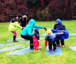 Vaikų joga lauke – kūno ir emocijų mankšta net ir lyjant