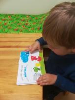 Kaip padėti silpnaregiam vaikui susidraugauti su knyga