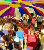 Pasiūtas daugiausia vaikų talpinantis parašiuto kupolas