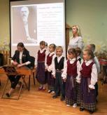 Linksma ir vaikiška pažintis su kompozitoriumi Juozu Naujaliu