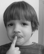 Logopedo patarimai: garsų tarimo mokymas(is) namuose