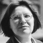 """Rašytoja Gintarė Adomaitytė: """"Kiekvienas vaikas yra nusipelnęs ne tik savo žaidimų kampelio, bet ir knygų lentynos"""""""