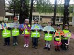 """Vilniaus lopšelio-darželio """"Žilvitis"""" vaikai mamoms dovanojo pačių kurtus skėčius"""